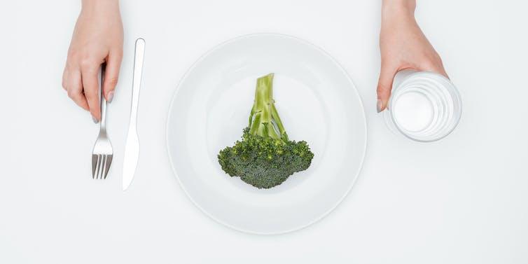 Should we eat breakfast like a king, lunch like a prince, and dinner like a pauper?